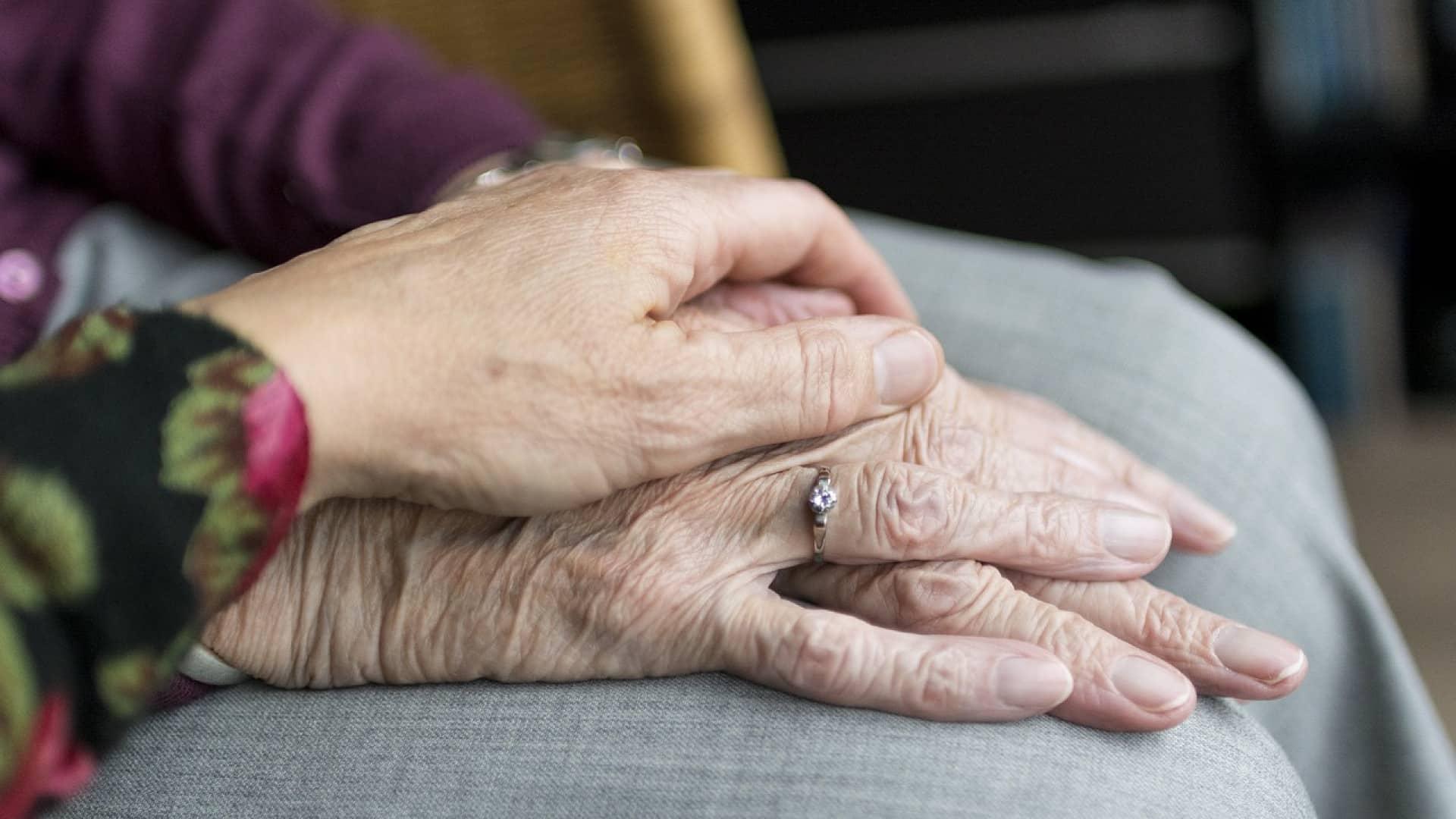 Pourquoi opter pour la téléassistance des seniors ?
